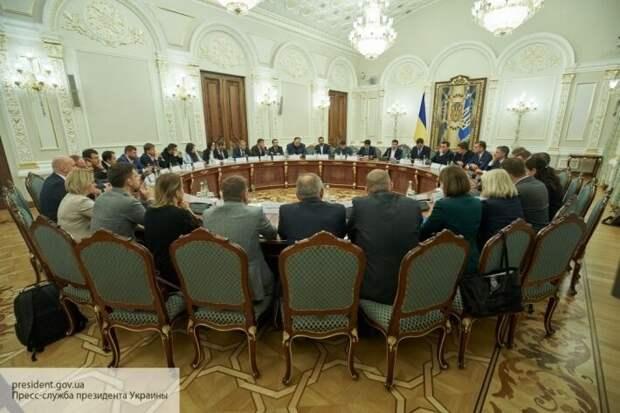 Чрезвычайное положение на Украине: чем обернется для страны и чего ждать Донбассу