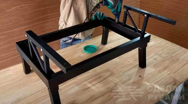Складной стол из обрезков металла и ДСП