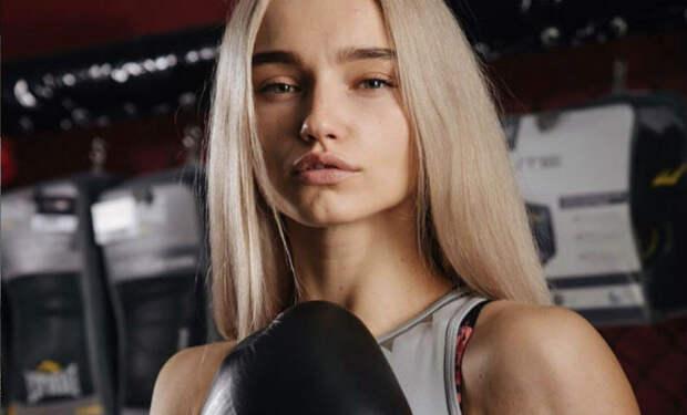 Девушка-чемпионка притворилась новичком, вышла на ринг и преподала урок бойцам ММА