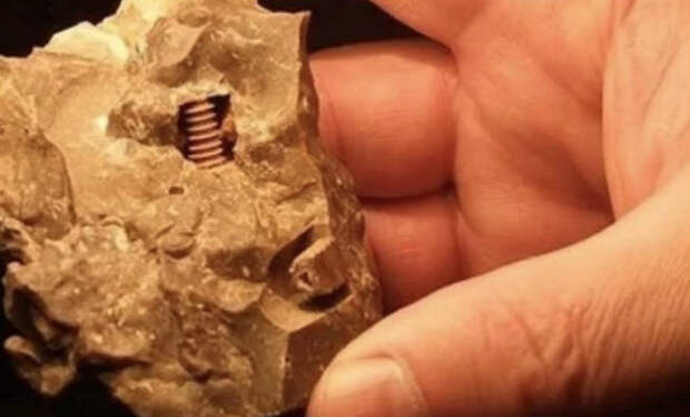 Шестеренки внутри камня. Ученые пытаются понять, как металл правильной формы попал внутрь породы