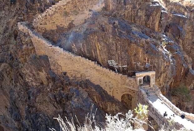 Мост Шехара и лестница в гору