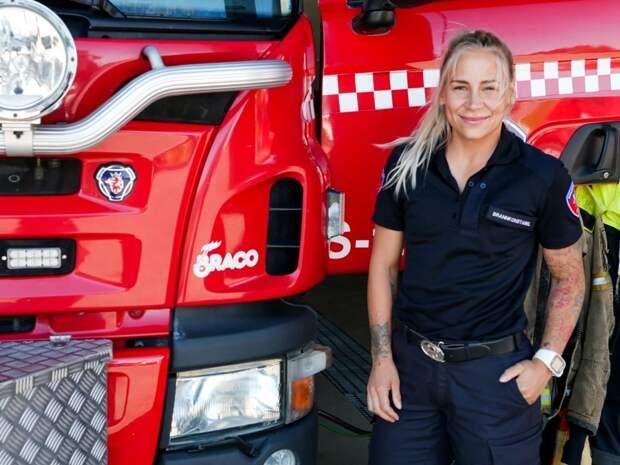 Вгорящую избу войдет: женщина-пожарный изНорвегии возобновила тренировки через день после родов