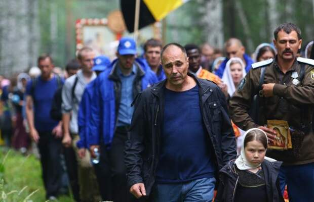 Актер «Уральских пельменей» раскритиковал священников, работающих в защитных костюмах