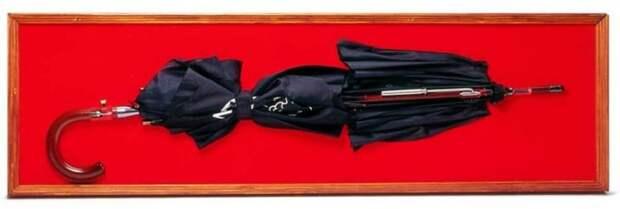 Даже обычный зонт – смертельное оружие в руках агента. /Фото: ibb.co