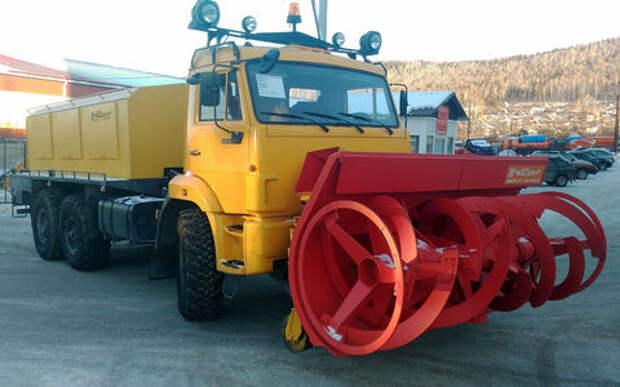 Новый снегоуборщик КАМАЗ: перекидает 3,5 тонны за час