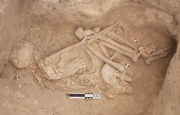 Ученые нашли свидетельства того, что неандертальцы хоронили своих умерших