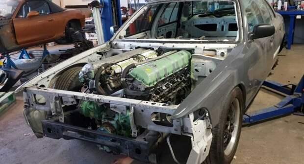 На полицейский Ford установили мотор от танка