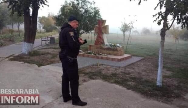 На Украине громят бандеровские памятники
