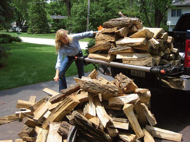 Разгрузочный модуль облегчает выгрузку из пикапа дров, мульчи и прочих сыпучих грузов. /Фото: thegreenhead.com