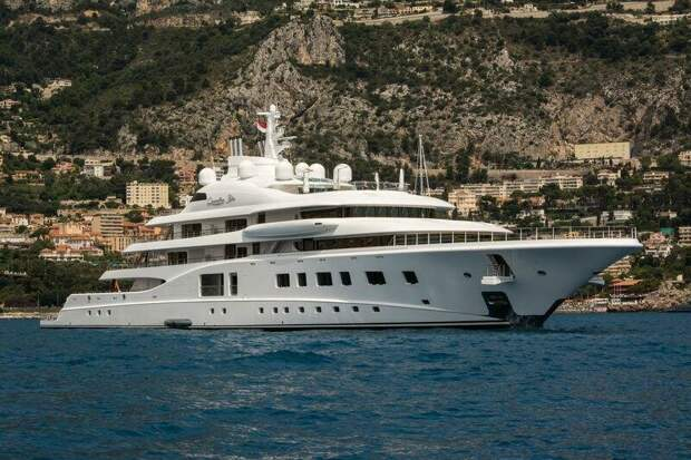 На заметку. Яхта была построена в 2015 году по немецкому проекту, сумма сделки составила $145 млн.