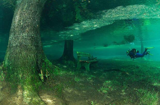 Австрийское горное озеро стало магнитом для дайверов и туристов