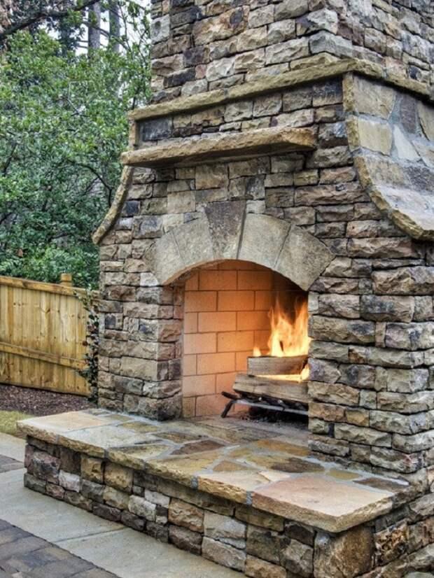 Этот умелец знает, как создать уютную и теплую обстановку в доме и на даче