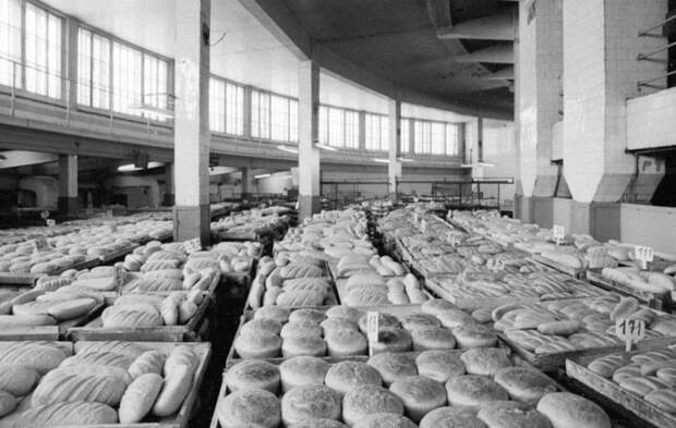 На 40 процентов советский хлеб обогащался полезными для человека вспомогательными компонентами / Фото: pastvu.com