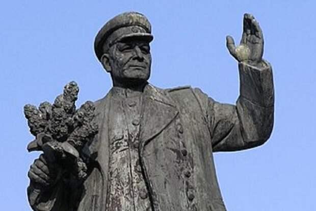 Польша снесла 445 памятников советским освободителям из 561
