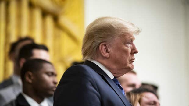 Обвинения абсурдны: Трамп потребовал своего оправдания по статьям импичмента