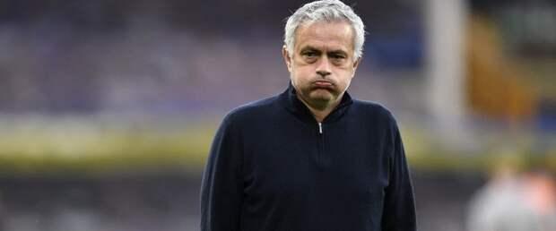Жозе Моуринью покинул пост главного тренера «Тоттенхэма»