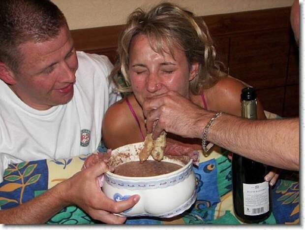Pot de Chambre Mariés 013 25 удивительно странных свадебных традиций со всего мира