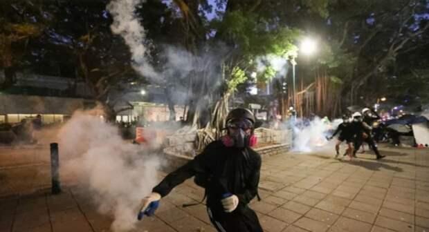 Гонконг потрясен ураганом демонстраций...