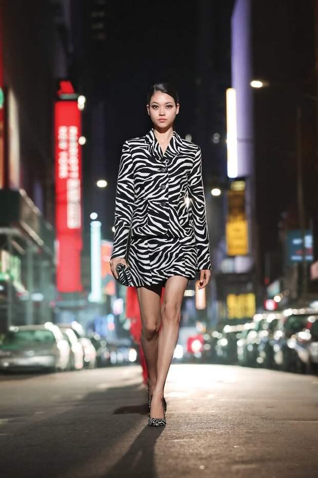 Просто праздник: топ-модели в сияющих платьях на показе в честь 40-летия Michael Kors