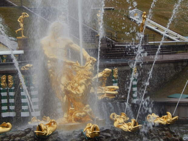 История вечного двигателя: фонтанам Петергофа исполняется 300 лет