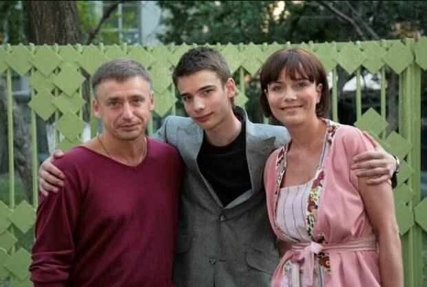 Как внуки Табакова оказались за границей и чем они там занимаются