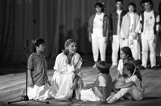 Людмила Сенчина — исполнительница роли доброй феи в советско-американском детском мюзикле «Дитя мира».
