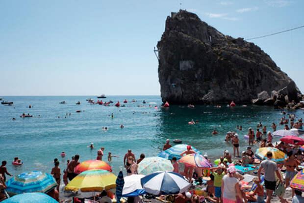 В Крым продолжают приезжать украинские туристы: чем так привлекает полуостров жителей Незалежной