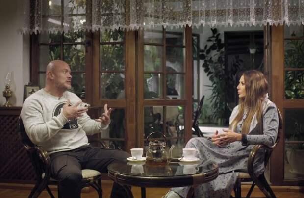 Оксана Марченко стала крестной матерью Вячеслава Узелкова: почему 42-летний боксер решил креститься?