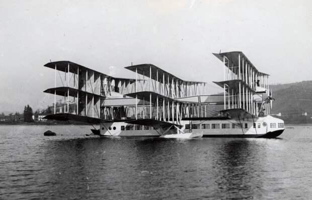 Трагическая история самого большого в мире самолета, который получил 9 крыльев и 8 моторов