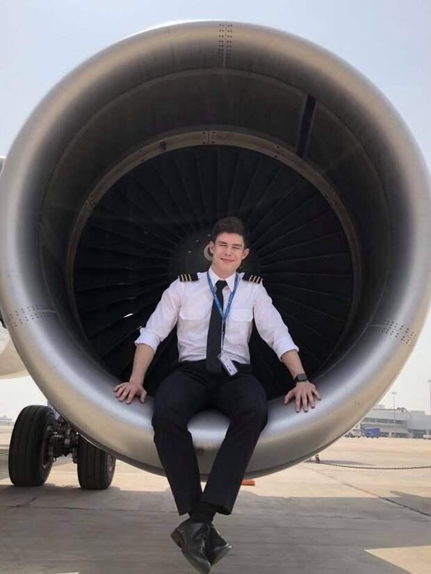 23-летний пилот наглядно показал, как изменилась его жизнь после начала пандемии