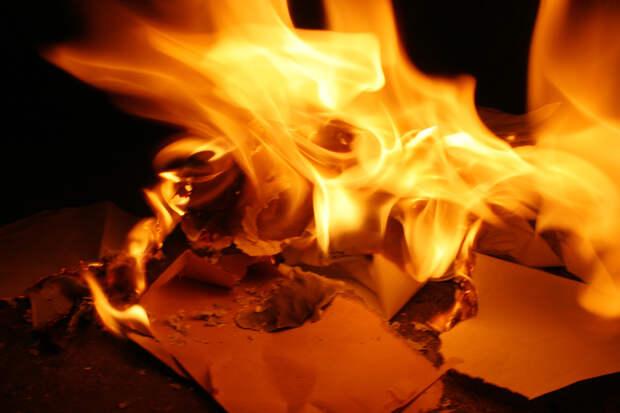 Двух девочек спасли из горящей квартиры в Воткинске