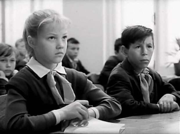 Кадр из фильма *Звонят, откройте дверь*, 1965 | Фото: kino-teatr.ru