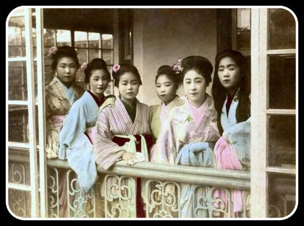 1890. Шесть проституток по вызову в ожидании клиентов