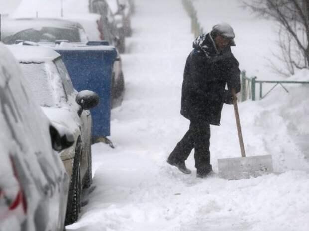 В Бурятии водителей-должников отправляют убирать снег с улиц