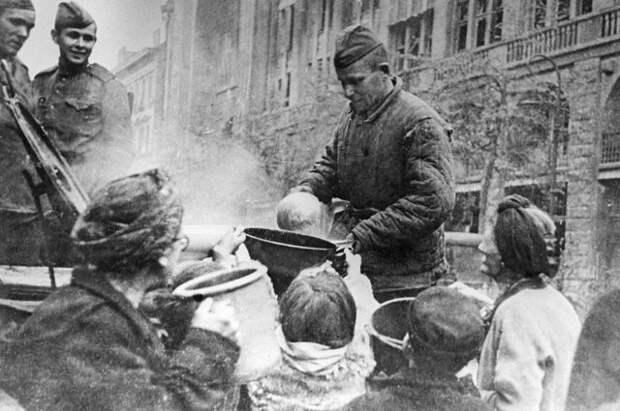 Русские накормили. Свидетелей конца войны всё меньше, но они помнят правду