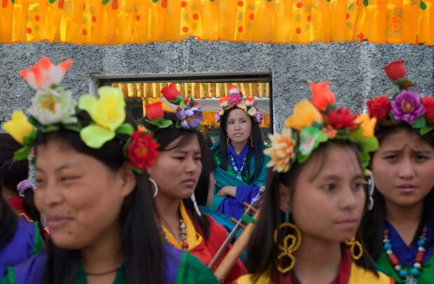 Жительницы Бутана в традиционных костюмах