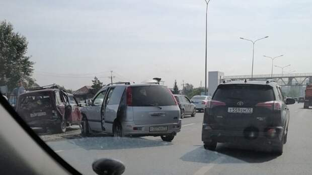 Из-за ДТП наобъездной, врайоне Московского тракта собралась дорожная пробка