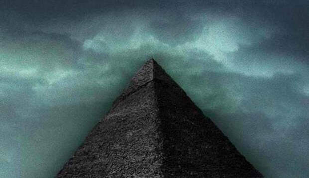 Загадочная четвёртая чёрная пирамида.