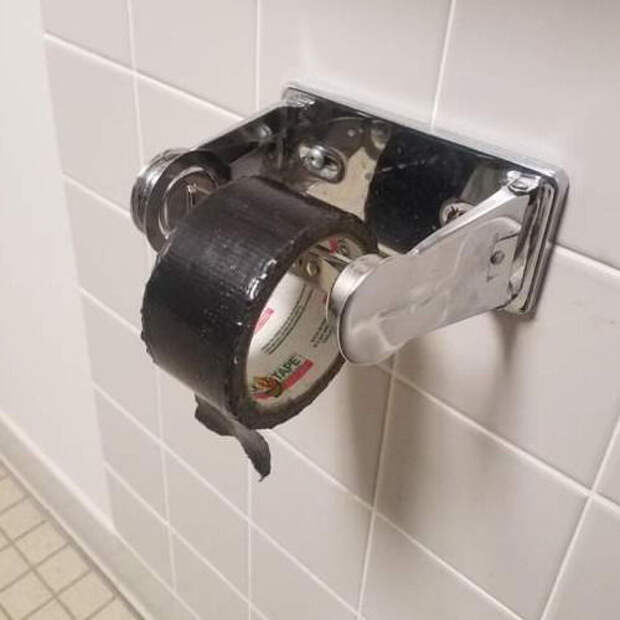 Скотч как туалетная бумага