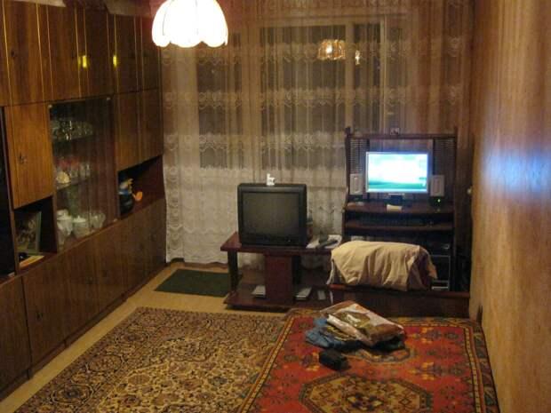 фото автора, комната тёти Любы, когда я была маленькой - у моей бабушки была почти такая стенка