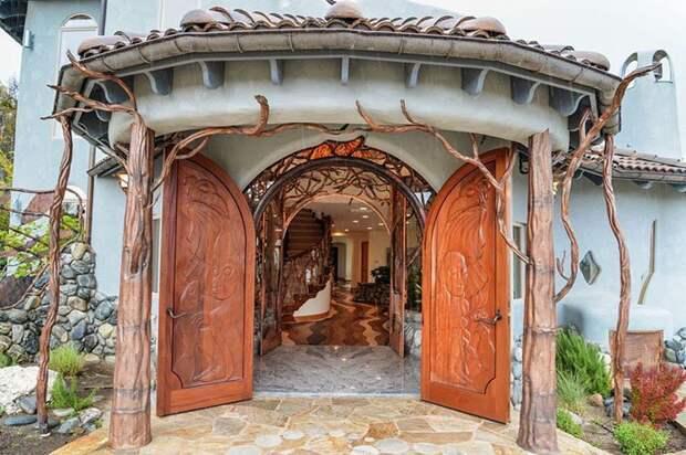 Только на создание резной двери Эд Бэмис потратил полтора года oregon, властелин колец, дизайн, дом, мир, толкин, фото