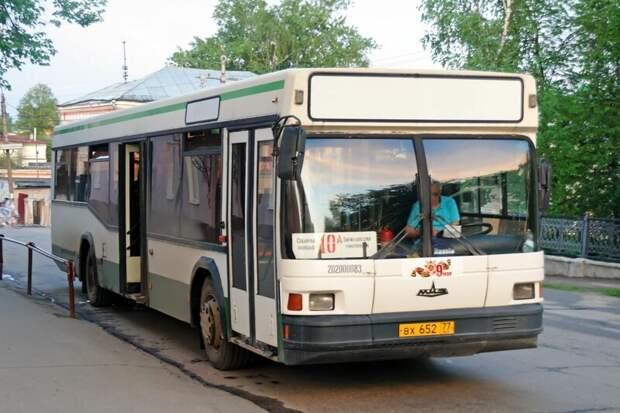Двухдверные МАЗы из этой партии при переезде в Арзамас сохранили московские номера Арзамас, ЛиАЗ 677, автобус, автомир, лиаз, общественный транспорт, ретро техника