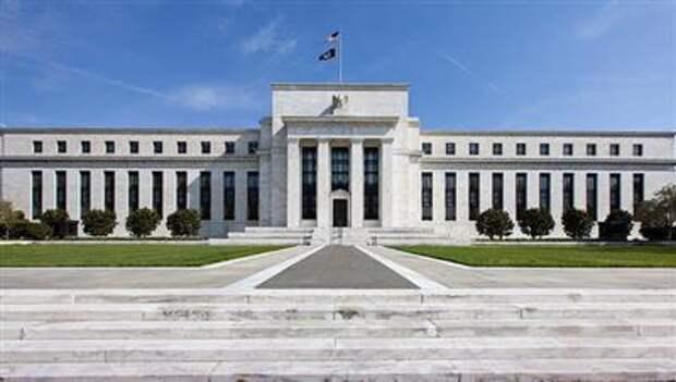ФРС прогнозирует, что инфляция выйдет на целевой уровень в 2% лишь в 2023 году