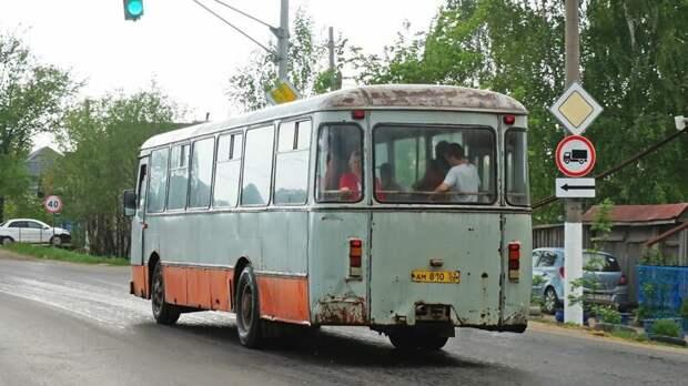 При общей пожёванности — один из самых крепких, а макияж для них уж несколько лет, как не актуален Арзамас, ЛиАЗ 677, автобус, автомир, лиаз, общественный транспорт, ретро техника