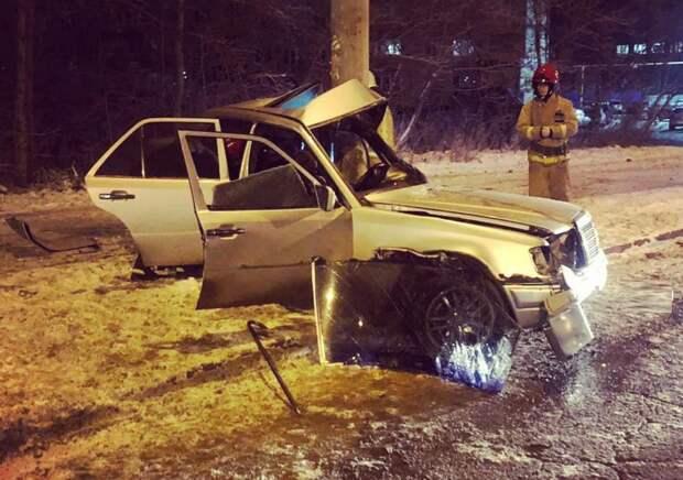 Опасное вождение: в Ижевске при столкновении авто со столбом погиб мужчина