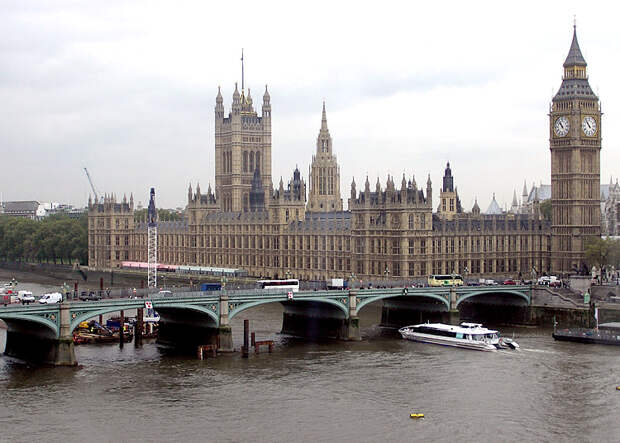 https://upload.wikimedia.org/wikipedia/commons/4/49/Westminster_Bridge%2C_River_Thames%2C_London%2C_England.jpg