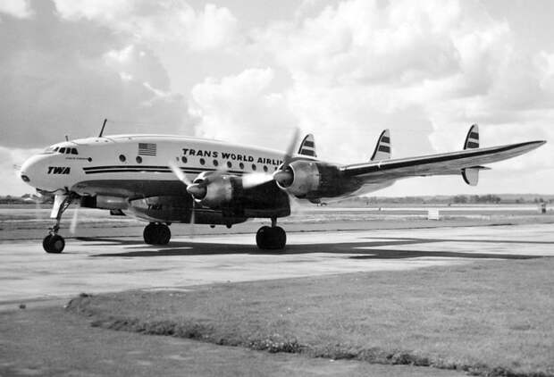 Lockheed Constellation Trans World Airlines в аэропорту Хитроу