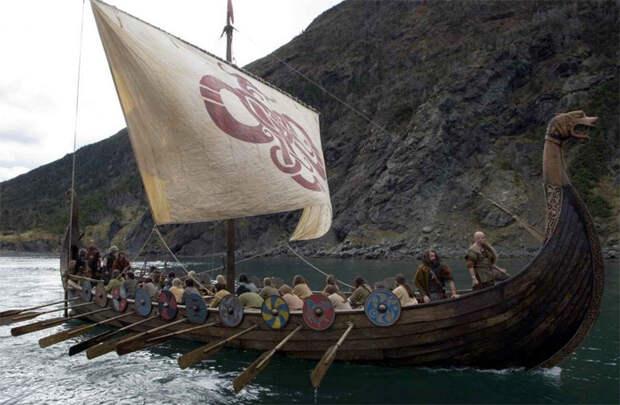 Корабль викингов в боевом походе. Современная реконструкция.