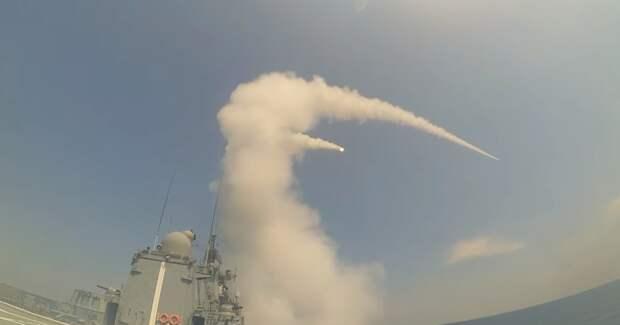 «Адмирал Макаров» разобрал на атомы две выпущенные по нему ракеты у берегов Крыма