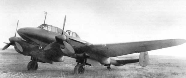 Так выглядел советский пикирующий бомбардировщик Пе-2 «Небесный танк», на котором Илья Маликов совершил 96 боевых вылетов (из них 66 – после ампутации ноги)./Фото: avatars.mds.yandex.net